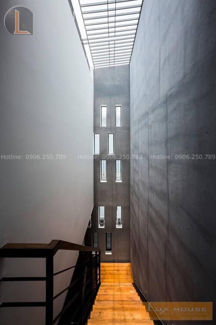 hành lang nhà 4 tầng